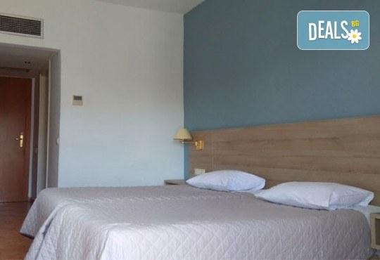 Почивка през лятото в Кавала на супер цена! 7 нощувки със закуски и вечери в Hotel Oceanis 3*, транспорт и трансфер до плажовете Амолофи, Неа Ираклица и Каламица - Снимка 9