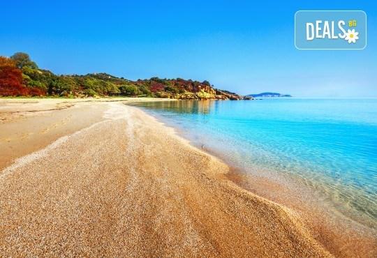 Почивка през лятото в Кавала на супер цена! 7 нощувки със закуски и вечери в Hotel Oceanis 3*, транспорт и трансфер до плажовете Амолофи, Неа Ираклица и Каламица - Снимка 3