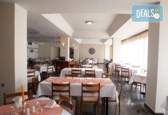Почивка през лятото в Кавала на супер цена! 7 нощувки със закуски и вечери в Hotel Oceanis 3*, транспорт и трансфер до плажовете Амолофи, Неа Ираклица и Каламица - Снимка 11