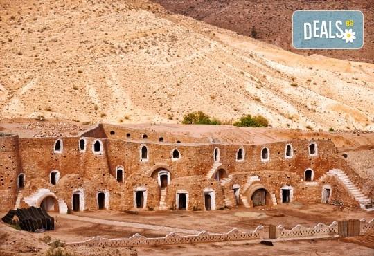 Ориенталска приказка в Тунис! 7 нощувки със 7 закуски, 7 вечери и 4 обяда, самолетен билет и чекиран багаж, богата програма с екскурзовод на български - Снимка 1