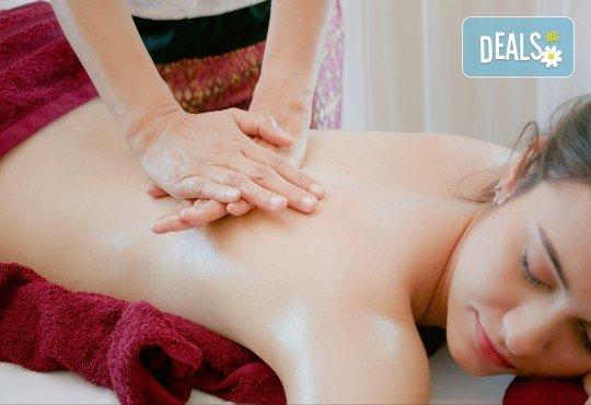 Пакет Блаженство - масаж на гръб с топло масло от мускус и перли и подхранване на лице с хиалуронова ампула и ултразвук + бонус ензимен пилинг в Wellness Center Ganesha Club - Снимка 1