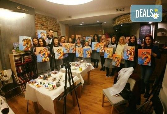 3 часа рисуване на Цветният лъв на 29.03. с напътствията на професионален художник, чаша вино и вода в Арт ателие Багри и вино - Снимка 2