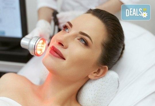 Иновативна LED терапия за лице в център за жизненост и красота Девимар - Снимка 1