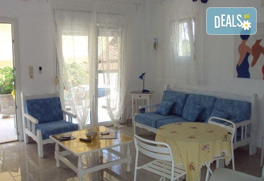 Наем за една нощувка на вили Alexandros или Danae в непосредствена близост до плажа с капацитет до 7-8 човека - Снимка 8