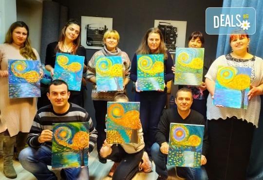 Рисуване и вино! 3 часа рисуване на картина с акрил през м. март + чаша вино в Пух арт студио - Снимка 22
