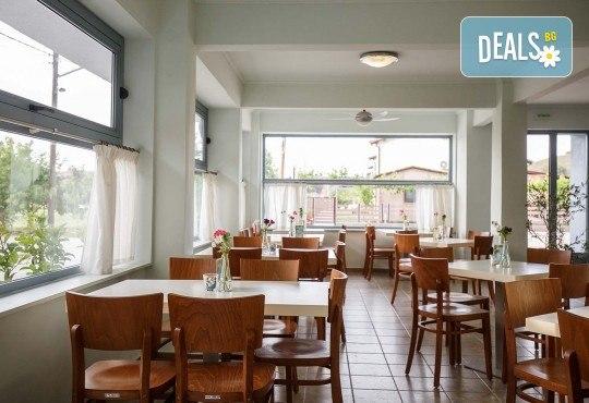 Ранни записвания за почивка през юни или септември в Hotel Marialena 3* в Неа Флогита, Халкидики! 7 нощувки със закуски и вечери, възможност за транспорт - Снимка 9