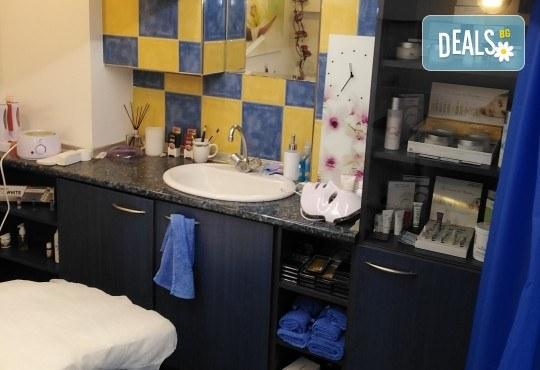 Чиста и сияйна кожа! Ултразвуково почистване на лице и лимфодренажен масаж по желание в Narmaya beauty lounge - Снимка 5