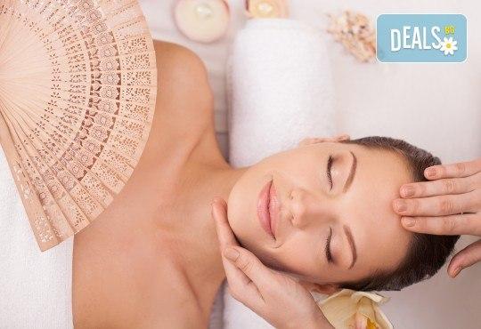 Чиста и сияйна кожа! Ултразвуково почистване на лице и лимфодренажен масаж по желание в Narmaya beauty lounge - Снимка 1