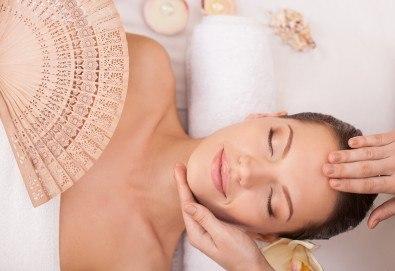 Чиста и сияйна кожа! Ултразвуково почистване на лице и лимфодренажен масаж по желание в Narmaya beauty lounge - Снимка