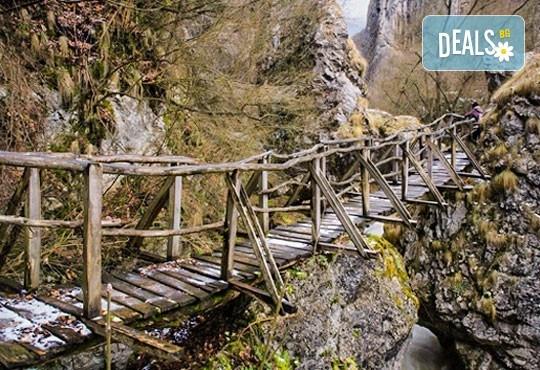 Разходка за 1 ден до Власинското езеро, ждрелото на река Ерма и скалния параклис Св. Петка - транспорт и екскурзовод от Глобул Турс - Снимка 2
