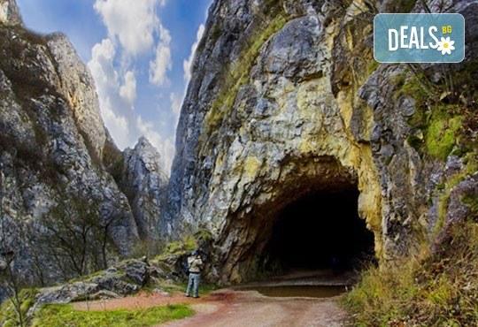 Разходка за 1 ден до Власинското езеро, ждрелото на река Ерма и скалния параклис Св. Петка - транспорт и екскурзовод от Глобул Турс - Снимка 1