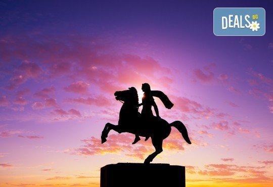 Еднодневна екскурзия през март или април до Солун с посещение на скулптурата Веселите чадъри! Транспорт и екскурзовод от Глобул Турс - Снимка 6
