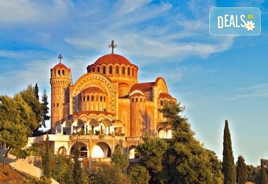Еднодневна екскурзия през март или април до Солун с посещение на скулптурата Веселите чадъри! Транспорт и екскурзовод от Глобул Турс - Снимка 8