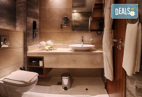 Майски празници в Дубай! 5 нощувки със закуски в Rose Park Hotel 4*, самолетен билет и трансфери, сафари в пустинята и круиз в Дубай Марина - Снимка 11
