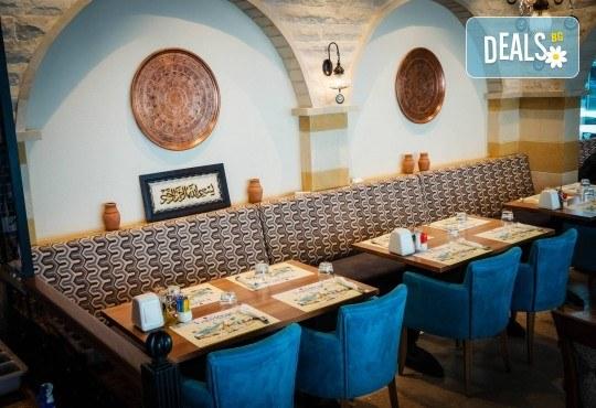 Майски празници в Дубай! 5 нощувки със закуски в Rose Park Hotel 4*, самолетен билет и трансфери, сафари в пустинята и круиз в Дубай Марина - Снимка 12