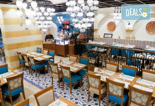 Майски празници в Дубай! 5 нощувки със закуски в Rose Park Hotel 4*, самолетен билет и трансфери, сафари в пустинята и круиз в Дубай Марина - Снимка 13