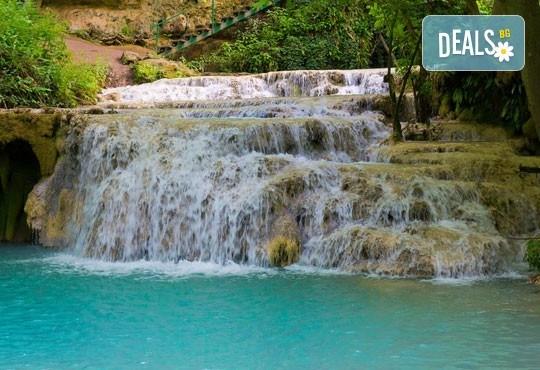 Разходка за 1 ден до Ловеч, Крушунските водопади и Деветашката пещера - транспорт и екскурзовод от Глобул Турс - Снимка 1
