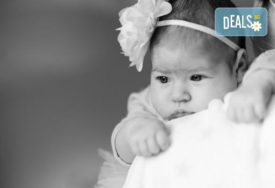 Семейна, детска или индивидуална фотосесия в студио, в дома на клиента или на открито от Фото Студио Амели - Снимка 3