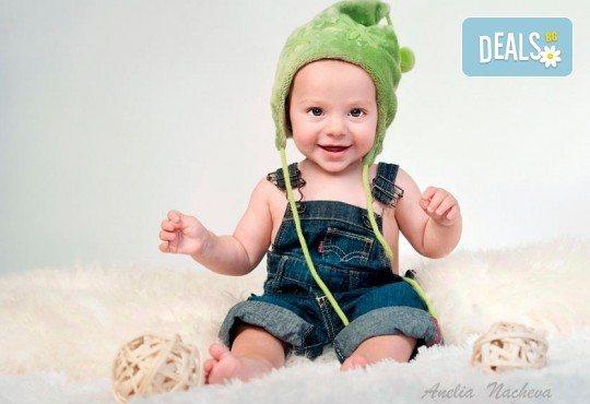 Семейна, детска или индивидуална фотосесия в студио, в дома на клиента или на открито от Фото Студио Амели - Снимка 2
