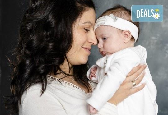 Семейна, детска или индивидуална фотосесия в студио, в дома на клиента или на открито от Фото Студио Амели - Снимка 9