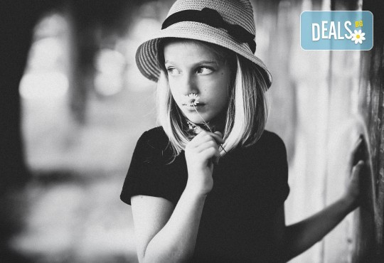 Семейна, детска или индивидуална фотосесия в студио, в дома на клиента или на открито от Фото Студио Амели - Снимка 1