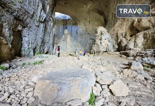 За 1 ден до Правешкия манастир, пещерата Проходна, парка Златна Панега и Луковит! Транспорт, програма и екскурзовод от Глобул Турс - Снимка 5