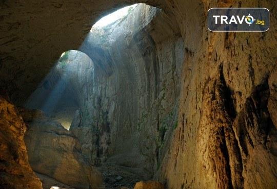 За 1 ден до Правешкия манастир, пещерата Проходна, парка Златна Панега и Луковит! Транспорт, програма и екскурзовод от Глобул Турс - Снимка 2