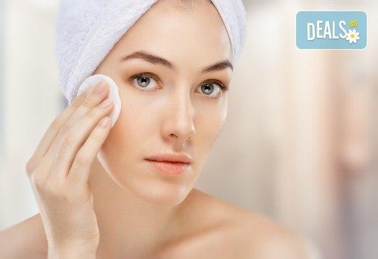 Медицинско почистване на лице с професионална испанска козметика при опитен козметик в Студио за красота Дъга - Снимка 2