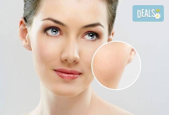Медицинско почистване на лице с професионална испанска козметика при опитен козметик в Студио за красота Дъга - Снимка 1