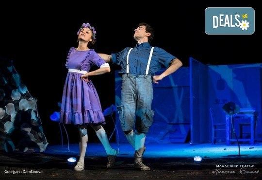 На театър с децата! Гледайте новата приказка Хензел и Гретел на 14.03. от 11 ч. в Младежки театър, голяма сцена! Билет за един - Снимка 5