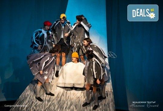 """На театър с децата! Гледайте """"Ние, врабчетата"""" на Йордан Радичков на 08.03. от 11 ч. в Младежки театър, голяма сцена! Билет за един - Снимка 1"""