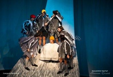 """На театър с децата! Гледайте """"Ние, врабчетата"""" на Йордан Радичков на 08.03. от 11 ч. в Младежки театър, голяма сцена! Билет за един"""
