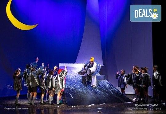 """На театър с децата! Гледайте """"Ние, врабчетата"""" на Йордан Радичков на 08.03. от 11 ч. в Младежки театър, голяма сцена! Билет за един - Снимка 4"""
