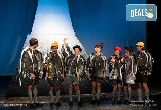 """На театър с децата! Гледайте """"Ние, врабчетата"""" на Йордан Радичков на 08.03. от 11 ч. в Младежки театър, голяма сцена! Билет за един - Снимка 2"""