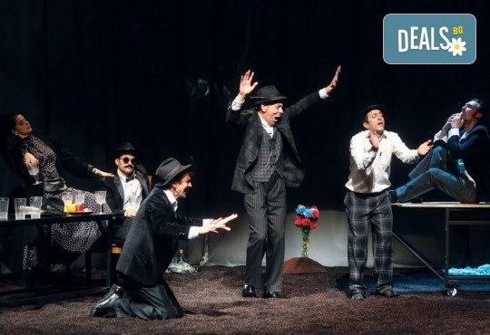 Гледайте черната комедия Емигрантски рай на 18.03. от 19ч. в Театър ''София'', билет за един! - Снимка 6