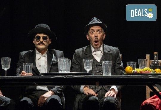 Гледайте черната комедия Емигрантски рай на 18.03. от 19ч. в Театър ''София'', билет за един! - Снимка 8