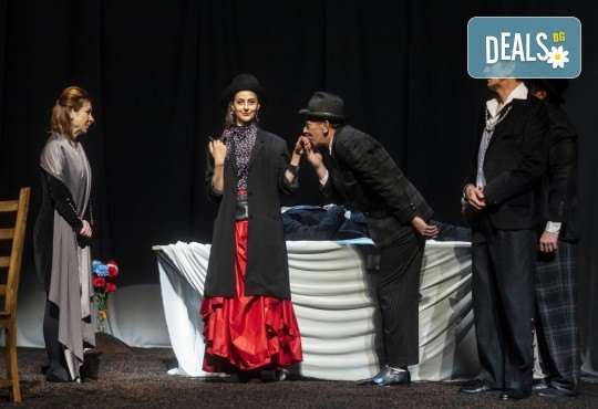 Гледайте черната комедия Емигрантски рай на 18.03. от 19ч. в Театър ''София'', билет за един! - Снимка 10