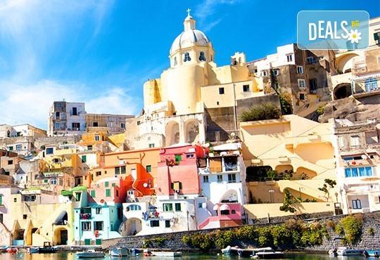 Романтика в Южна Италия! 5 нощувки със закуски, транспорт, посещение на Неапол, Херкулан, Алберобело, Везувий и Помпей - Снимка 3