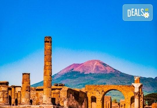 Романтика в Южна Италия! 5 нощувки със закуски, транспорт, посещение на Неапол, Херкулан, Алберобело, Везувий и Помпей - Снимка 1