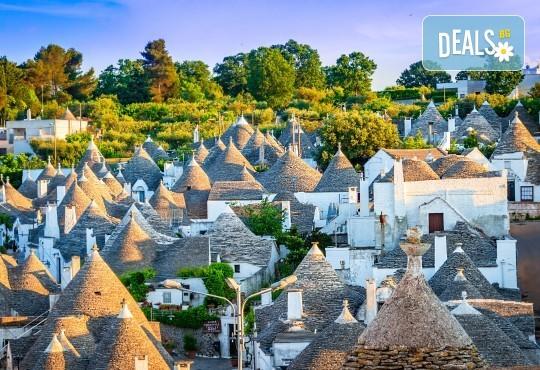 Романтика в Южна Италия! 5 нощувки със закуски, транспорт, посещение на Неапол, Херкулан, Алберобело, Везувий и Помпей - Снимка 2