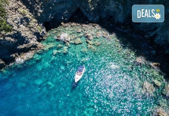 Романтика в Южна Италия! 5 нощувки със закуски, транспорт, посещение на Неапол, Херкулан, Алберобело, Везувий и Помпей - Снимка 6