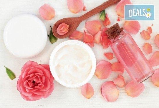Подарете си истинско СПА изживяване с масаж на цяло тяло с масла от роза, пилинг, рефлексотерапия и терапия за лице в Mery Relax! - Снимка 3