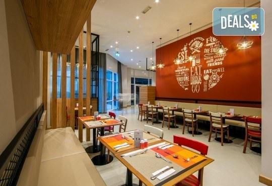 Екскурзия до Дубай през май! 4 нощувки с 4 закуски и 2 вечери в Ibis Al Barsha 3*, самолетен билет, сафари в пустинята и круиз в Дубай Марина - Снимка 9