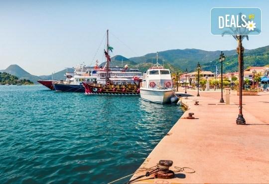 Екскурзия до остров Лефкада на супер цена! 3 нощувки със закуски в хотел 2*/3*, транспорт и посещение на плажа Агиос Йоанис - Снимка 1