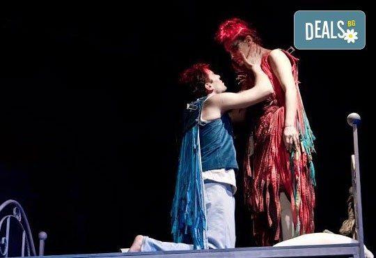 """Гледайте звездата на Младежки театър Александър Хаджиангелов в """"Пилето"""" на 11.03. от 19 ч., камерна зала, 1 билет - Снимка 2"""