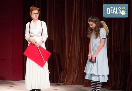 На театър с децата! Гледайте Алиса в страната на чудесата на 07.03. от 11 ч. в Младежки театър, голяма сцена! 1 билет - Снимка 11