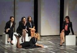 Съзвездие актриси в хитов спектакъл на в Театър София! Гледайте Тирамису на 07.03. от 19ч., 1 билет! - Снимка