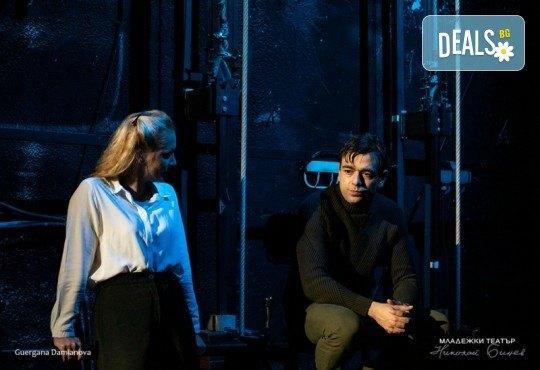 Гледайте една от най- новите постановки на Младежки театър - Ротердам на 12.03. от 19 ч.,камерна сцена, 1 билет - Снимка 2