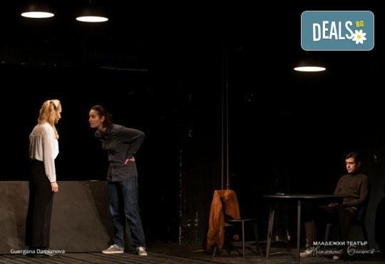 Гледайте една от най- новите постановки на Младежки театър - Ротердам на 12.03. от 19 ч.,камерна сцена, 1 билет - Снимка 3