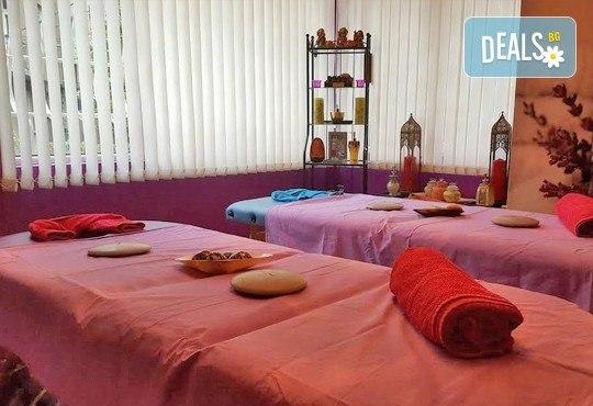 100-минутен луксозен СПА пакет Hot Stone с базалтови топли камъни и кристали, шоколадов пилинг и кралски масаж на цяло тяло, лице глава и рефлексотерапия в Wellness Center Ganesha Club - Снимка 9